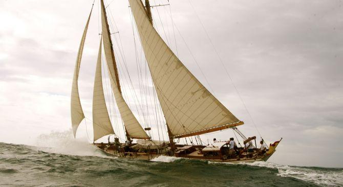 So Fong segelt in Sizilien